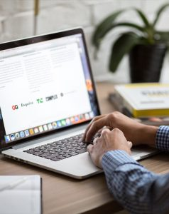 seo classes online with laptop